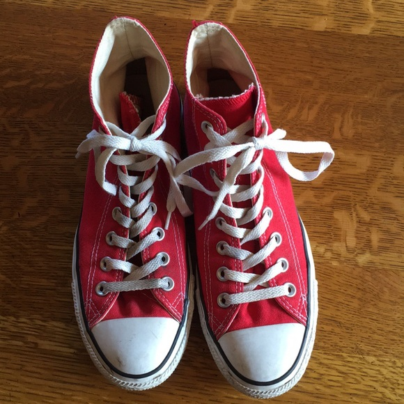 268d554ce5b2 Converse Shoes - Men s 7 Women s 9 Red High top Converse